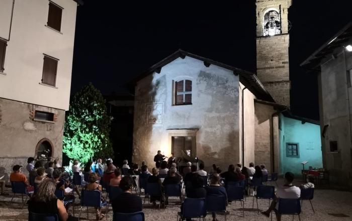 (Italiano) Stasera ore 21: quartetto d'archi sul sagrato